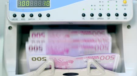 bancos : An electronic money counter processing Euro 500 bills. HD 1080p.