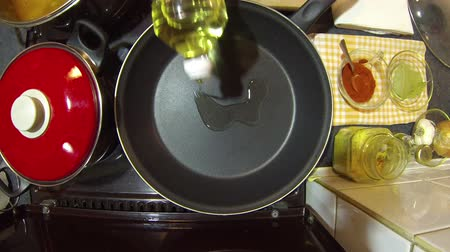 mutfak malzemesi : Frying Onion In A Nonstick Pan