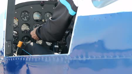 piloto : Instrument Panel of a Small Airplane