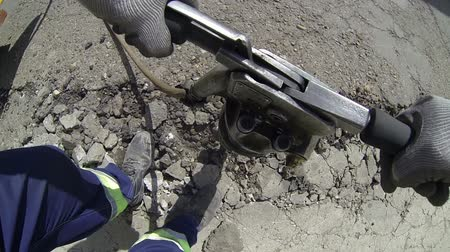 молоток : Workmen Using Pneumatic Drill to Dig Up a Road