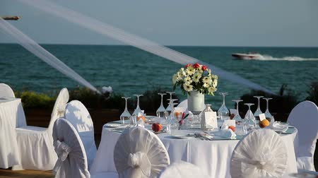 формальный : Outdoor Table Setting at Wedding Reception by the Sea
