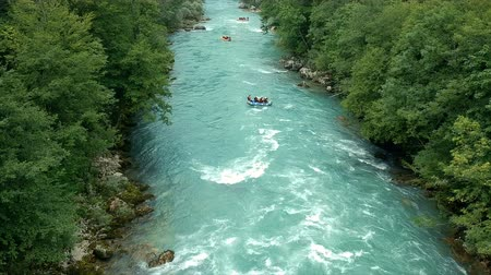 remo : Tres barcos de rafting en Whitewater Archivo de Video
