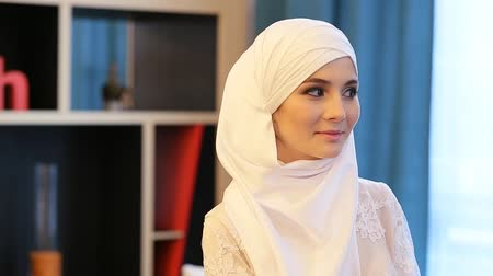 malajsky : beautiful Muslim woman in a white wedding dress