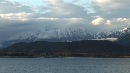 ledovec : Snowy Mountains in Alaska
