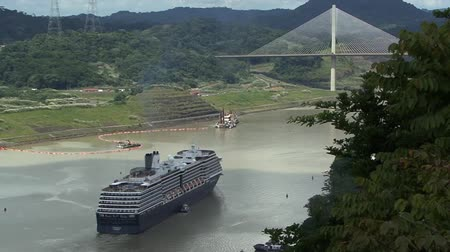 süspansiyon : Cruise ship Panama Canal Suspension bridge