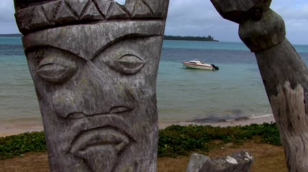 melanesia : totem pole south pacific