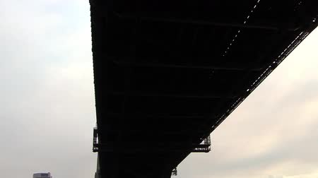 órák : Under Sydney Harbour Bridge
