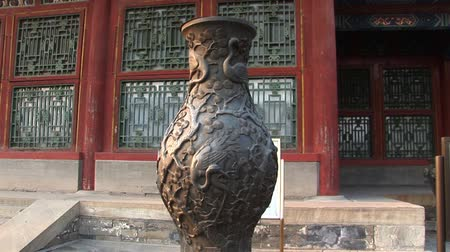 Vase outside the Temple in Summer palace Stok Video