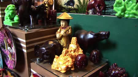 dik : Wooden Statue Carvings in Vietnam Stok Video