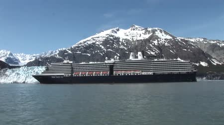glacier national park : Cruise ship in Alaska