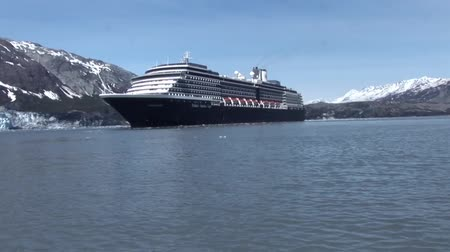 ledovec : Cruise ship in Alaska