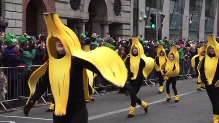 irlandês : St Patrick Day Parade Dublin Banana People