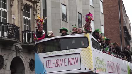 irlandês : St Patricks Day Dublin Bus Stock Footage