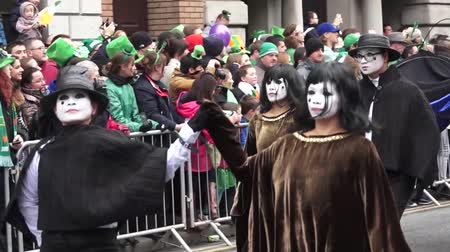 irlandês : St Patricks Day Dublin Ghost People Stock Footage