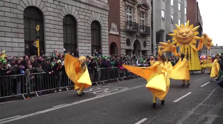 irlandês : St Patricks Day Dublin Sunflower People Stock Footage