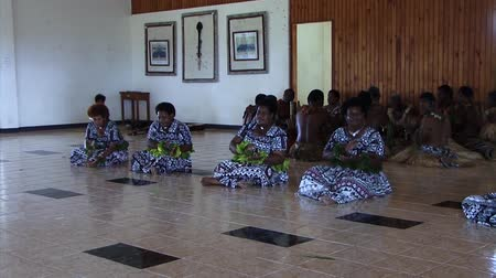 нищета : women in Fiji clapping Стоковые видеозаписи