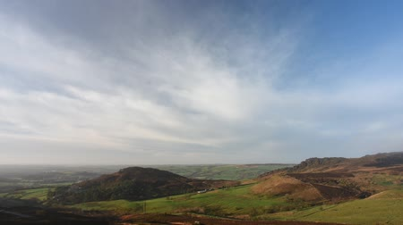 wrzos : Timelapse of clouds over Hen Cloud and The Roaches from Ramshaw Rocks in the Peak District National Park. Wideo
