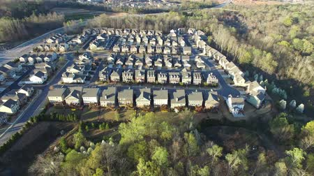 arrabaldes : Aerial view of Alpharetta Georgia suburb community in North Georgia Vídeos