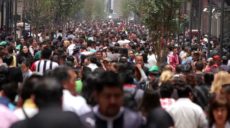 meksyk : Mexico City, Mexico-CIRCA June,2014: Crowd walking through street. In Mexico the populatIon growing is a public problem due the high birth rates.