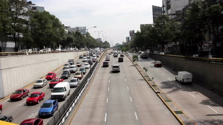 meksyk : Mexico City, Mexico-June 2014: PAN LEFT Cars through avenue. Mexico City has a big environmental and health problem because the vehicle fleet growth and insufficient streets to circulate.
