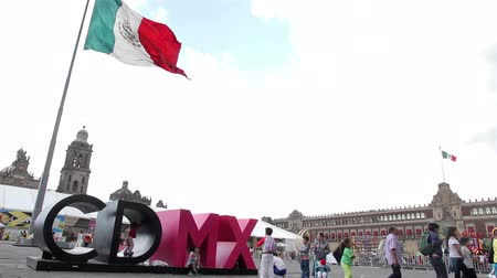 promover : Mexico City, Mexico-August 2014: Mexico City flag in Constitution Square. The local authorities are implementing a program to promote the tourism.