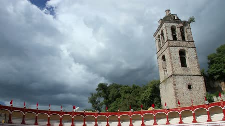 zajímavý : Tlaxcala, Mexico-August 2014: TIME LAPSE-DOLLY IN. Bullring stands, movement to the tower. Clouds are moving faster in the back. Dostupné videozáznamy