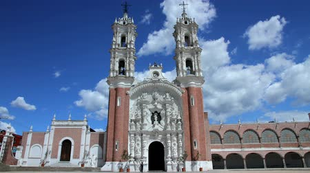 gümrük : Tlaxcala, Mexico-August 2014: TIME LAPSE-DOLLY OUT. Ocotlans church. Most mexicans are Catholics due to the spanish customs. In all country you can found a great variety of Churches. Stok Video