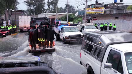 incapacidade : C. Izcalli, State of Mexico 06Sep17. Policemen patrol the streets in vans to help the population due the flood by the collapse of the dam El Angulo during torrential rains that affected the area.