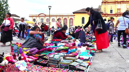 retailer : CHIAPAS, MEXICO-CIRCA AUGUST 2018: Merchant indigenous women offer traditional clothes to the tourists in the public square in San Cristobal de las Casas. TAKE 1 Stock Footage
