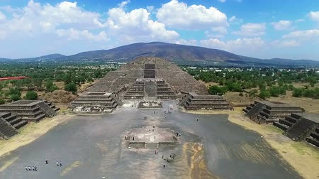 azték : Aerial view of the Moon pyramid in the ceremonial complex of Teotihuacan in Estado de Mexico, Mexico. (TAKE 1) Stock mozgókép
