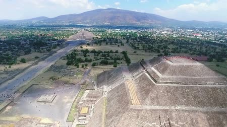 azték : Aerial view of the Sun and Moon pyramids in the ceremonial complex of Teotihuacan in Estado de Mexico, Mexico. (TAKE 1)