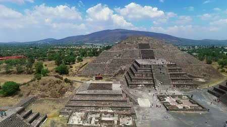 azték : Aerial view of the Moon pyramid in the ceremonial complex of Teotihuacan in Estado de Mexico, Mexico. (TAKE 3) Stock mozgókép