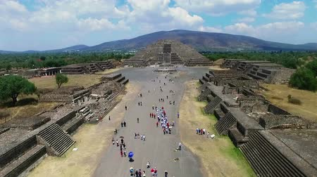 azték : Aerial view of the Moon pyramid in the ceremonial complex of Teotihuacan in Estado de Mexico, Mexico. (TAKE 5)