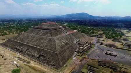 azték : Aerial view of the Sun pyramid in the ceremonial complex of Teotihuacan in Estado de Mexico, Mexico. (TAKE 5) Stock mozgókép