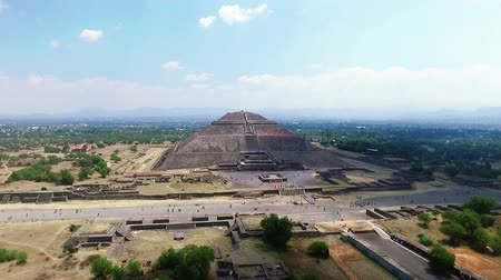 azték : Aerial view of the Sun pyramid in the ceremonial complex of Teotihuacan in Estado de Mexico, Mexico. (TAKE 1)
