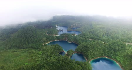 невероятный : Chiapas, Mexico (DRONE VIEW). Stunning panoramic view of Cinco Lagos lagoons in the national park Montebello Lagoons. This place is one of the most beautiful attractive touristic in Chiapas. TAKE 6 Стоковые видеозаписи