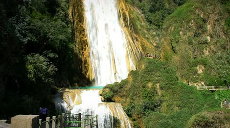 konzervace : CHIAPAS, MEXICO (TILT UP): Stunning panoramic view of the waterfall Velo de Novia (Bride veil) in the park El Chiflon.Chiapas state contain a lot of the most beautiful ecotourism places in Mexico.