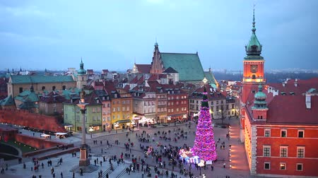 lengyelország : Old Town of Warsaw in Poland illuminated at evening, during Christmas time. Stock mozgókép