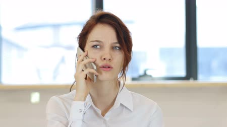 falar : Phone Talk, Woman in Office