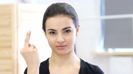 insan parmak : Woman Showing Middle Finger
