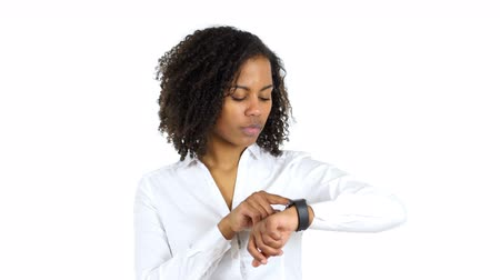 insan parmak : Black Woman Using Smartwatch, white Background