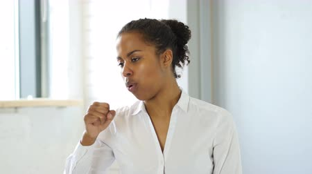 czarne : Cough, Sick Black Woman