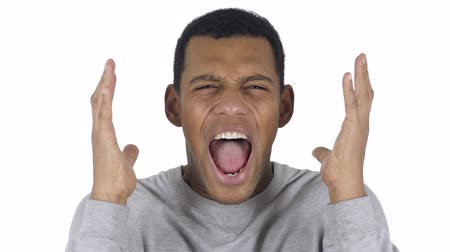 irritáció : Portrait of Screaming Afro-American Man going Crazy