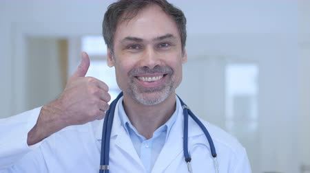sikerül : Thumbs Up by Doctor in Hospital at Work