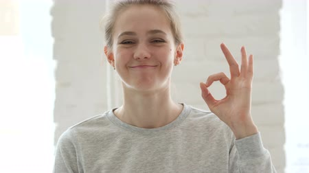 lenyűgözött : Okay Sign by Satisfied Young Woman