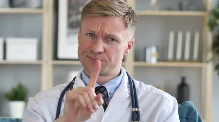 olhando para cima : No, Rejecting Serious Confident Doctor by Waving Finger