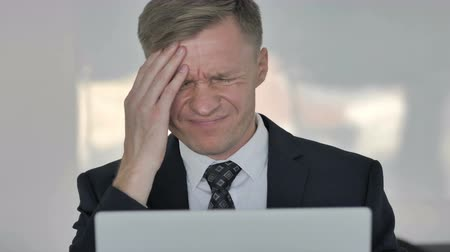 разочарование : Close up of Stressed Businessman with Headache Working on Laptop