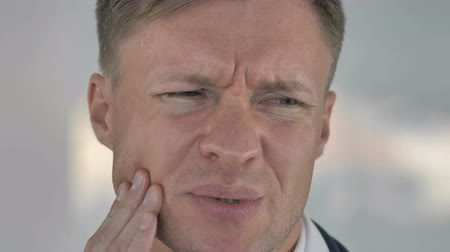 зубная боль : Toothache, Close Up of Man with Tooth Infection