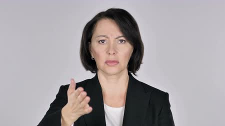 adversidade : Portrait of Woman Gesturing Frustration and Anger