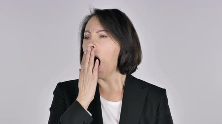 znuděný : Businesswoman Yawning, White Background